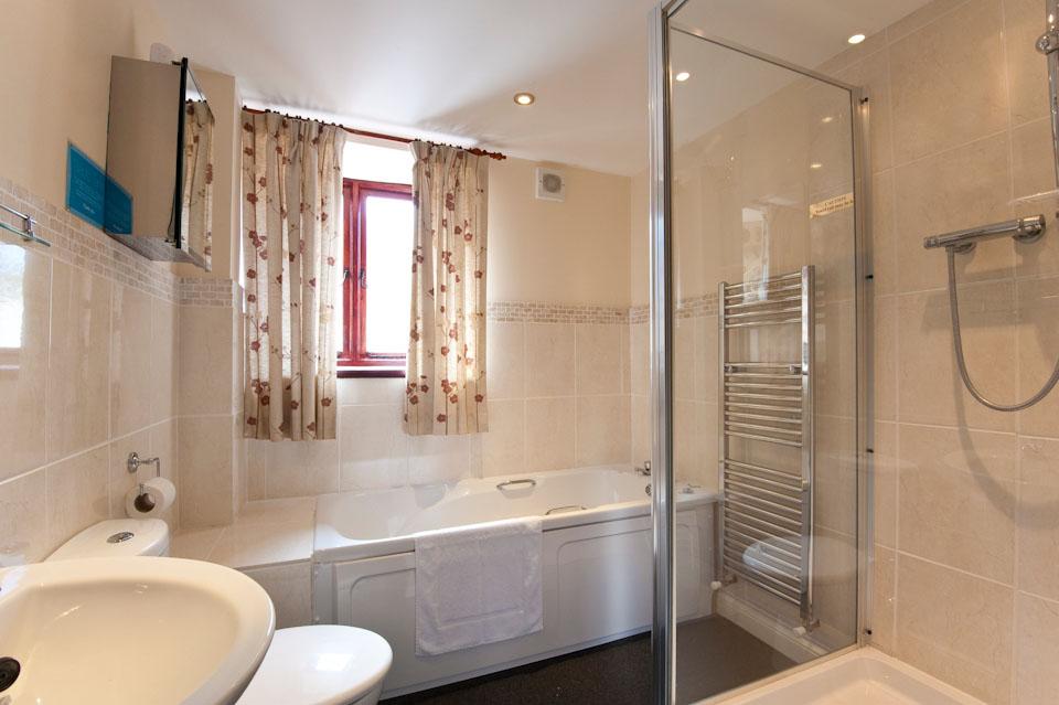 Tawny Owl - Bathroom